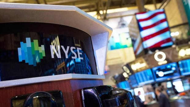 Closing Bell: S&P 500, Dow Fall in Final Moments; Healthcare Holds Higher