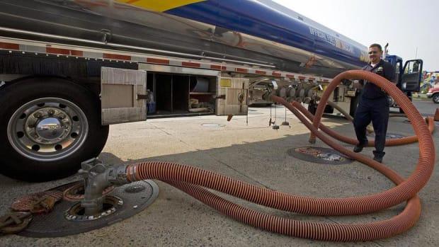 Sunoco Logistics Dividend Won't Sustain Sharp Oil Drop