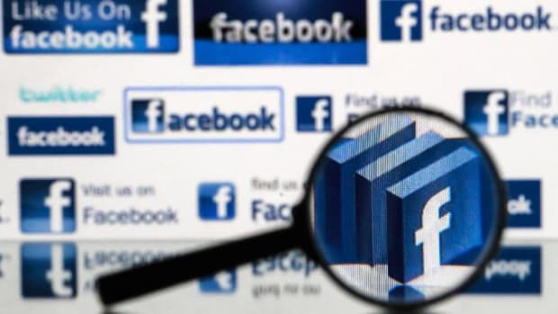 Facebook Russia Ads, Apple and Qualcomm: Tuesday's Top Stories
