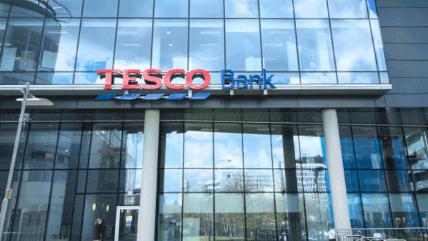 Tesco Tops First Half Profit Forecast, Resumes Dividend Payment as Sales Improve