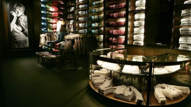 Midday Report: Abercrombie Slumps as Deal Talks End; Tech Stocks Find Momentum Again