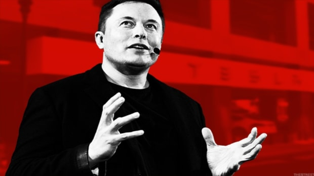 Tesla's Elon Musk & 3 Other Business Titans Think AI Will Send You the Pink Slip