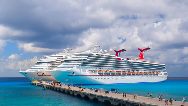26 carnival valor carnival conquest Yevgen Belich : Shutterstock.