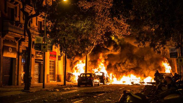 barcelona riot Christine Thao Tyler : Shutterstock