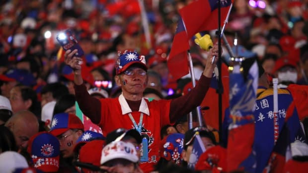 Supporters of Han Kuo-yu, Taiwan's 2020 presidential election candidate for the KMT or Nationalist Party, wave Taiwanese flags during a campaign rally in Taipei. Photo: AP