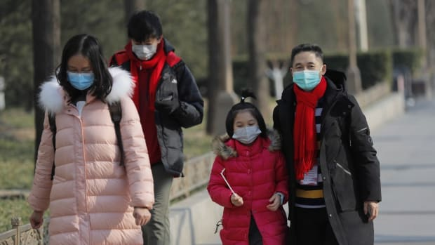 Chinese people wear masks in Beijing, China, 22 January 2020. Photo: EPA-EFE