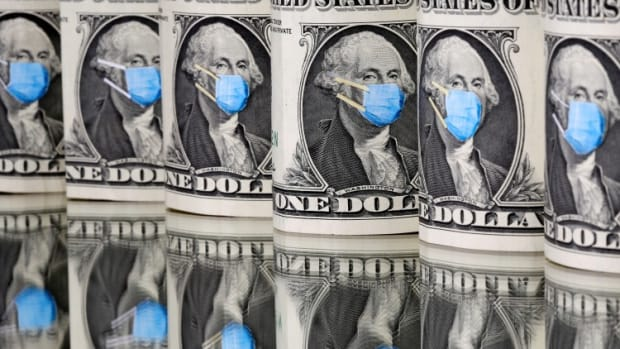 US Dollar At Risk Of Sudden Collapse? Ex-IMF Official Warns 'blow-up Event' Could Sink Currency As Debt Mounts