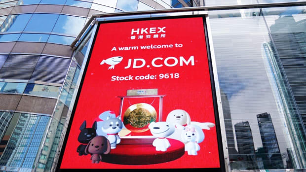 A screen showing the listing of JD.com outside the trading hall of Hong Kong sock exchange, on June 18, 2020. Photo: Xinhua