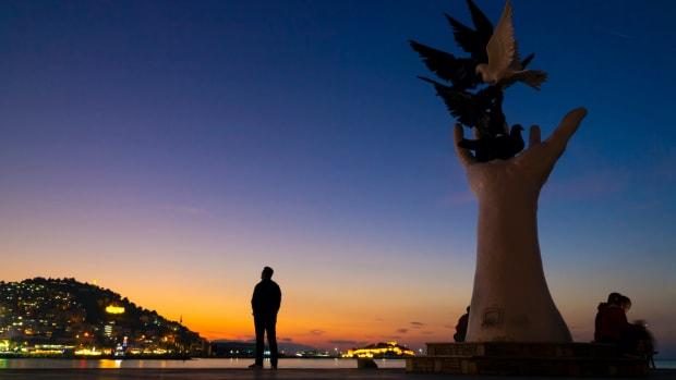 Peace kusadasi turkey VSenturk : Shutterstock