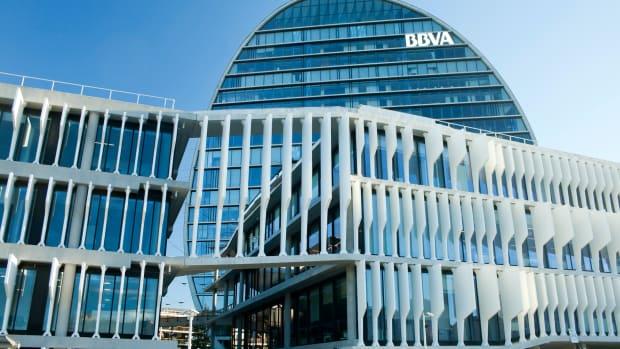 simple bbva Clavivs : Shutterstock.