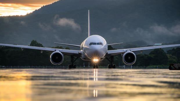 9 short haul economy flight plane fly travel airlines sh