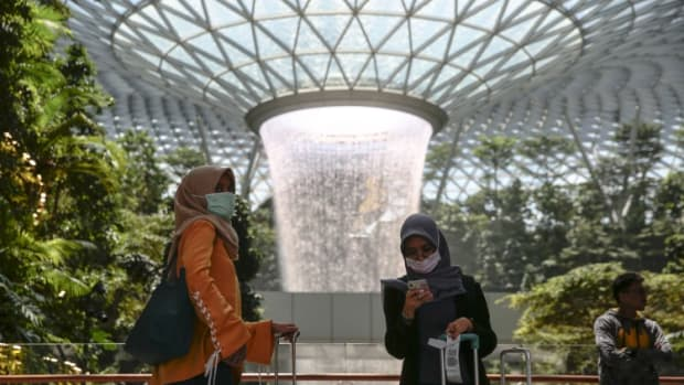 Coronavirus Vs Sars: Singapore's Hotel Sector To Shake Off Epidemic Quickly, But Social Unrest Will Weigh On Hong Kong