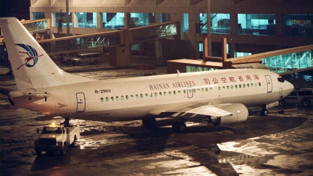 A Boeing 737 aircraft of Hainan Airlines at Hong Kong's old Kai Tak airport on November 3, 1996. Photo: SCMP