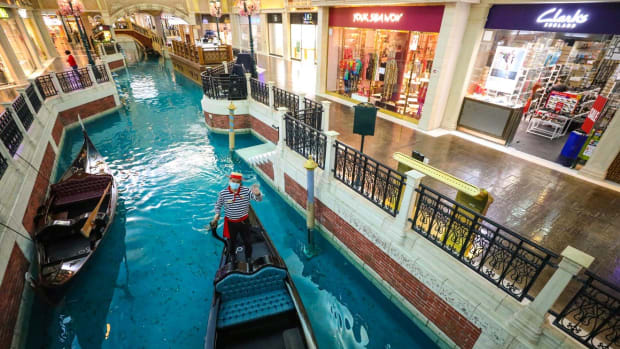 The gondoliers are back but many of the shopping streets at the Venetian Macau casino were empty on Thursday morning. Photo: Nora Tam