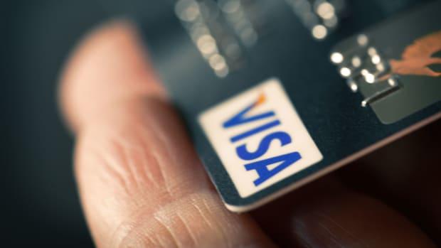 18 visa Vastram : Shutterstock.com