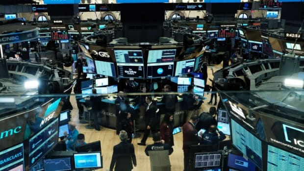 US Stocks Remain Down After 15-minute Trading Halt Is Lifted