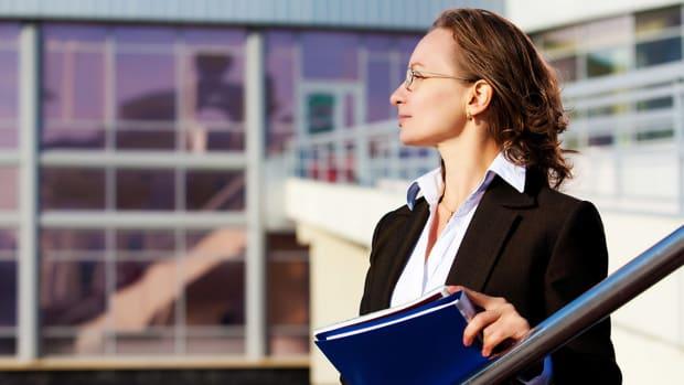 9 manage analyst woman job career sh