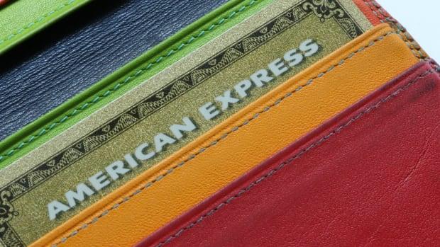 24 amex american express  tocak : Shutterstock.