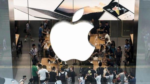 Apple store full of customers