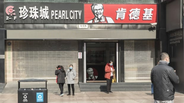 Yum China Pushes Ahead With Hong Kong Secondary Listing, Sources Say