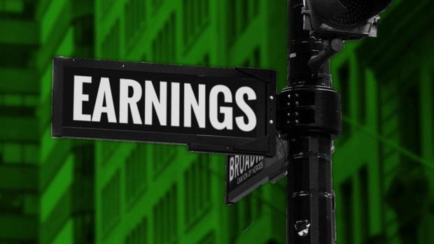 """""""Earnings St."""" sign"""