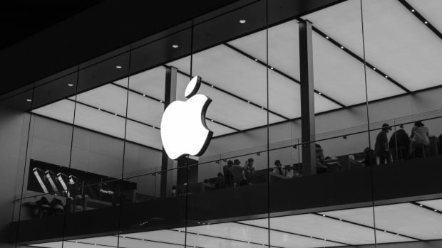 Apple Store B&W