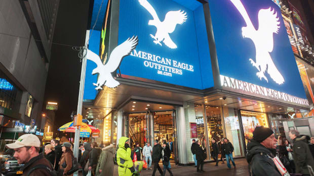 american-eagle-outfitters-spreads-wings-on-da-davidsons-buy-rating