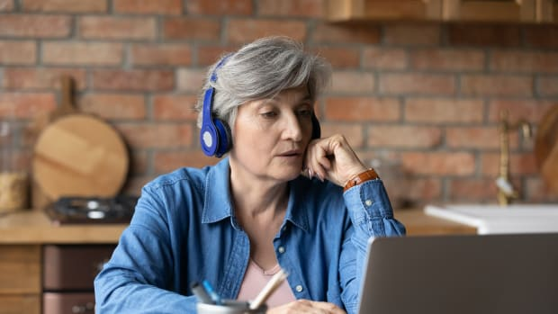 retired woman laptop listen sh
