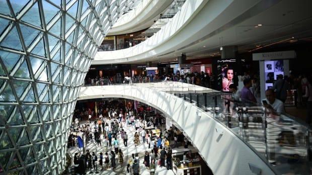 Tourists visit duty-free shops at Sanya Begonia Bay International Shopping Centre. Photo: Xinhua