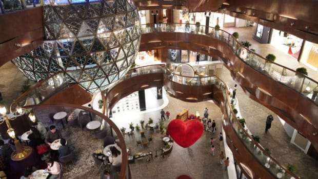 Luxury Brands Switch To Short Leases And Pop-up Stores As Hong Kong's Rents Drop Amid Record Vacancy Rate In Retail Slump