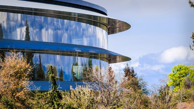 Apple Cupertino spaceship headquarters Lead