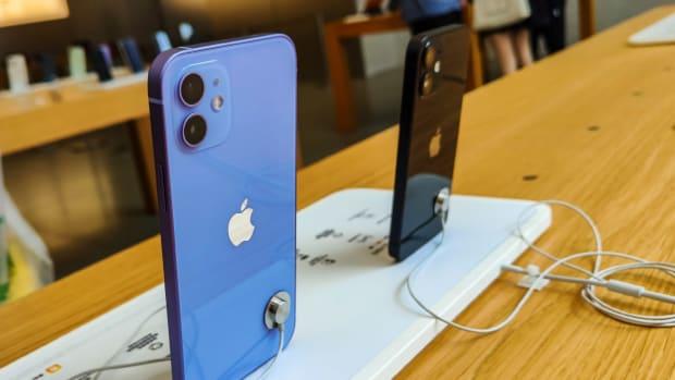 iPhone Apple Lead