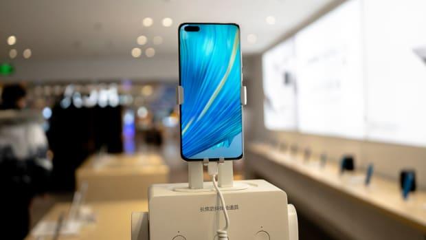 Apple iPhone Lead