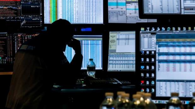 Hong Kong Stocks Surrender Gains As Tech Rally Fizzles Out Before Xiaomi, Kuaishou Report Earnings