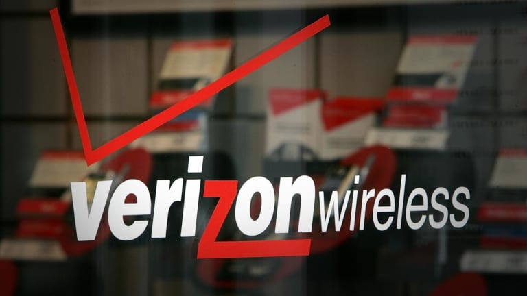 Verizon to Take Massive Charges From Employee Buyouts, Weakness at Oath