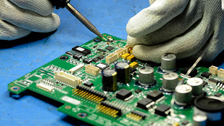 Here's Why You Stay Away From Jabil Circuit Despite Its Strong Earnings