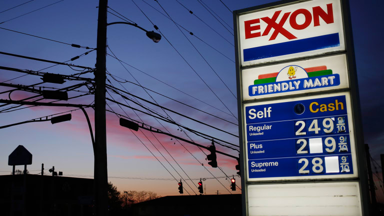 Exxon Mobil Tops Q3 Earnings Forecast Despite Global Oil Price Slump