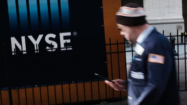 Dow Rises as Fed Says Growth Risks Cause Pause in Rate Hikes