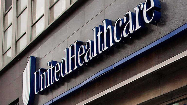 UnitedHealth Trades Lower Despite Earnings Beat and Raised Forecast