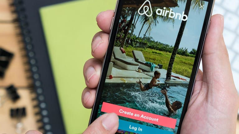 Airbnb Announces Intention to Go Public in 2020