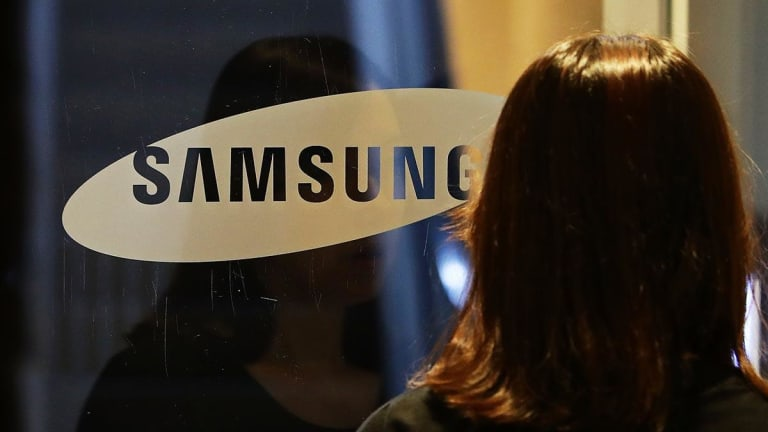 Samsung Confirms Slowdown, Piling Pressure on Apple to Revive Sector