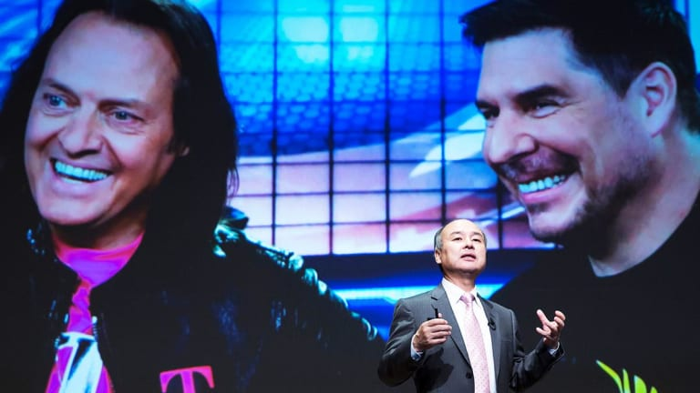FCC Pauses T-Mobile-Sprint Merger Review as Legere Pushes Home Broadband Case