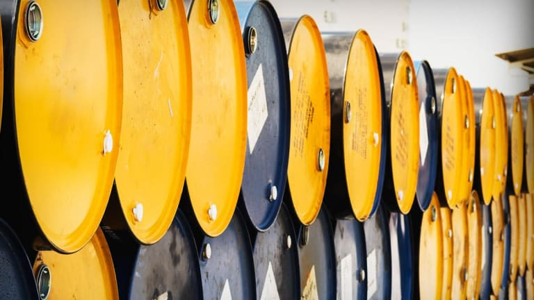 Oil Slides After Energy Department Reports Surprise Increase in US Crude Stocks