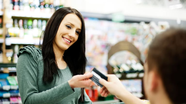You Should Start Using A Prepaid Card Instead of Credit in These 7 Situations