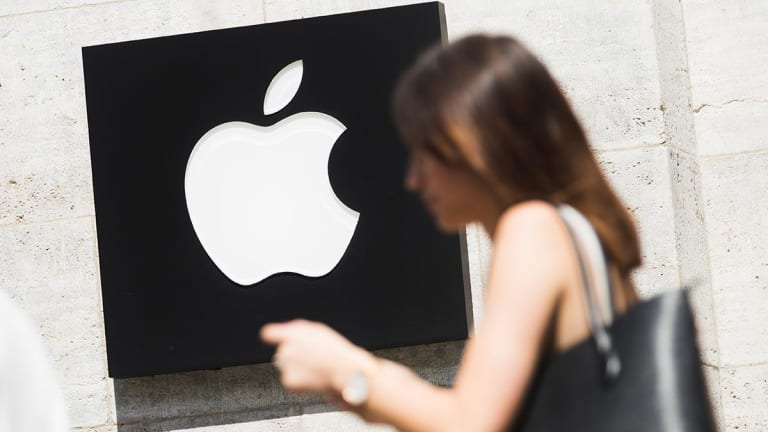 Apple Shares Hold Ground After Trump Warns of Higher Prices From China Tariffs