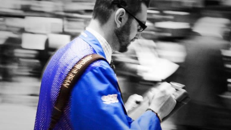 Dow Ends Lower as Oil Spikes, Washington Turmoil Continues; Tech Gains