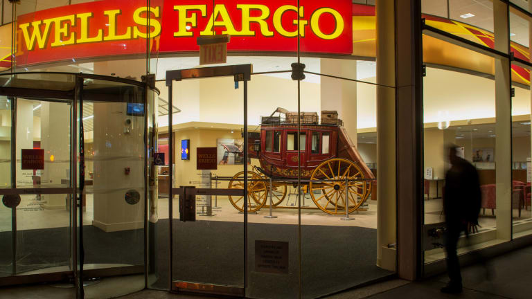 Wells Fargo Rises as Credit Suisse Says Scharf Was Right Choice as CEO