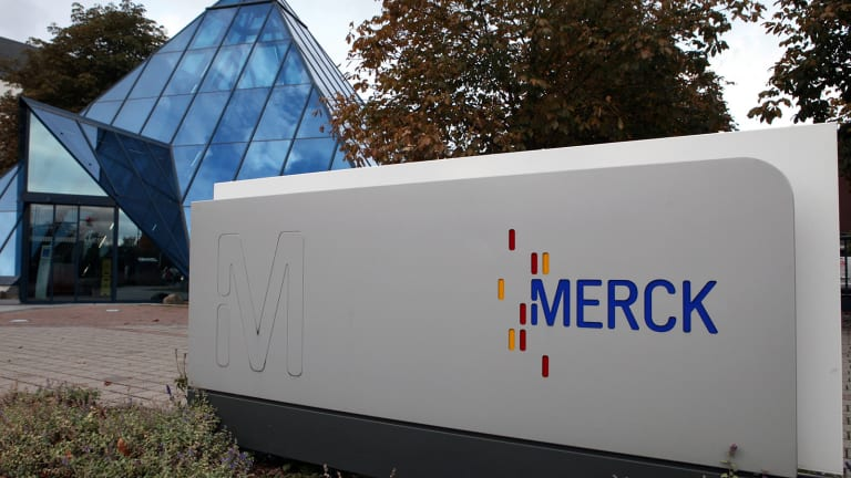 Merck Weighs on Dow but Apple and Tech Rally Give Lift to Nasdaq