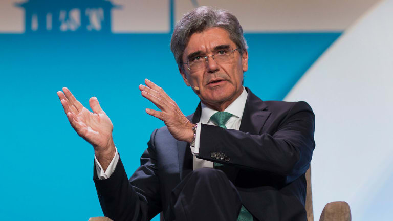 Siemens Shares Slide as Earnings Signal Cracks in New Corporate Strategy