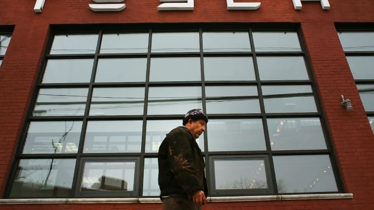 How to Trade Tesla After the Stock's Big Plunge